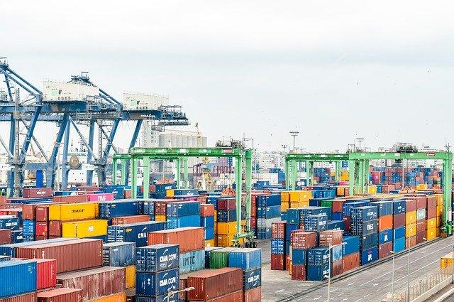 Container: Geringes Angebot und hohe Nachfrage lassen die Frachtraten kräftig steigen